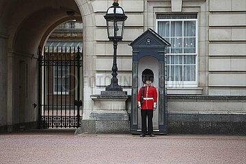 Wache vor dem Buckingham Palace