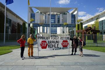 Demonstration gegen die Abholzung des Hambacher Forsts zum Kohleabbau vor dem Bundeskanzleramt  8. September 2018