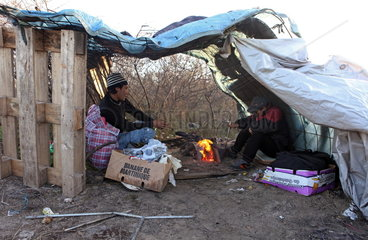 Fl__chtlinge in Calais: verstecktes Fl__chtlingslager