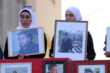Demonstration von syrischen Frauen fuer die Freilassung ihrer Angehoerigen aus der Haft des IS