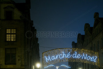 Illuminated sign advertising an outdoor Christmas market in French