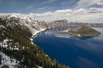Crater Lake and Wizard Island  Crater Lake National Park  Oregon  USA