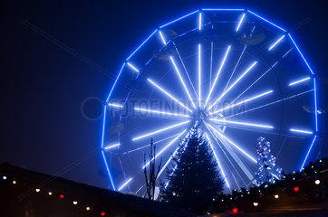 Ferris wheel illuminated at night at Christmastime