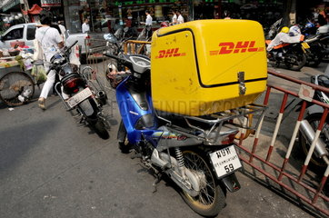 DHL Auslieferungsfahrzeug in Bangkok