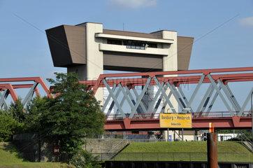 Rhein-Herne-Kanal  Schleuse Meiderich in Duisburg