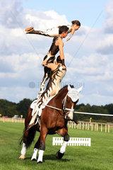 Hannover  Deutschland  Voltigierer zeigen ihre Akrobatik