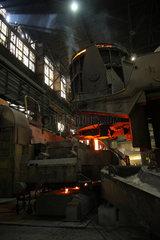 Warschau  Polen  die Stranggussanlage im Stahlwerk ArcelorMittal Warszawa