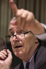 Rektor Michael Ignatieff gibt den Auszug der CEU aus Ungarn bekannt.