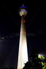 Nachtaufnahme Rheinturm. Night shot Rhine Tower.
