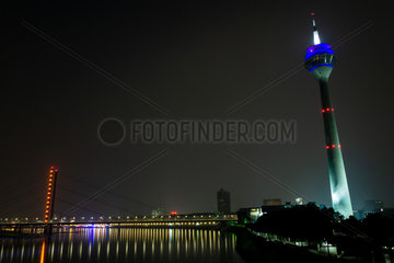 Nachtaufnahme Rheinturm. Night shot Rhine Tower