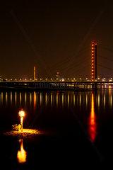 Nachtaufnahme Rheinkniebruecke. Night shot rhineknie bridge.