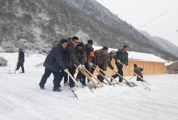 CHINA-SICHUAN-SANITARY WORKER-PHOTO SHOOTING (CN)