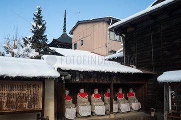 Takayama  Japan  Steinerne Jizo-Statuen am Hida Kokubunji-Tempel