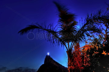 Christusstatue auf dem Corcovado bei Nacht  Rio de Janeiro  Brasilien