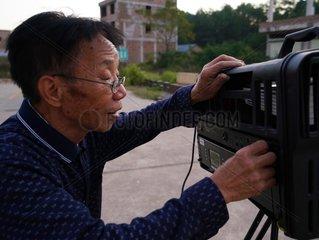 CHINA-JIANGXI-MOVIE PROJECTIONIST (CN)