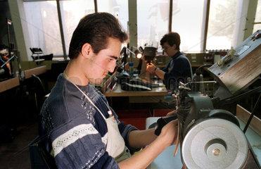 Schuh-Produktion bei Bally  Schoenenwerd  Schweiz