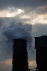 Polen  Bytom (Beuthen) - Durch Emissionen der Kokerei Carbo-Koks verdunkelte Sonne
