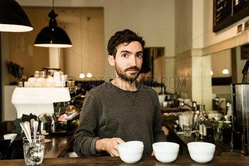 Berlin  Deutschland  eine Verkostung von Kaffee  sogenanntes Cupping