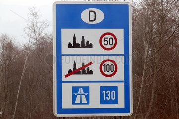 Kiefersfelden  Deutschland  Hinweisschild zur Geschwindigkeitsbegrenzung in Deutschland auf der A93