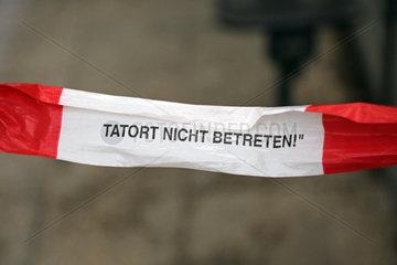 Berlin  Deutschland  Absperrband mit der Aufschrift - Tatort nicht betreten -