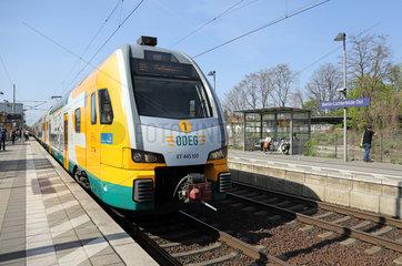 Berlin  Deutschland  Regionalexpress der ODEG bei der Einfahrt im Bahnhof Lichterfelde-Ost