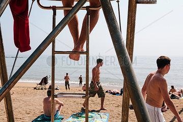 Wachpersonal am Strand der Barceloneta