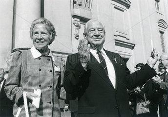 Alfons Goppel  ehemaliger bayerischer Ministerpraesident  mit seiner Frau Gertrud  1985