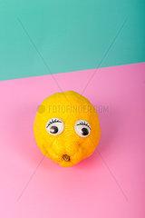 Zitrone mit Wackelaugen