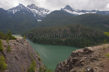 Mountain lake  North Cascades National Park  Washington  USA