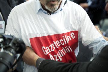 Adil Yigit  Press Protest - Erdogan  Merkel
