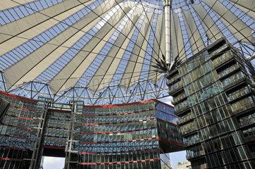 Kuppel des Sony Centers in Berlin