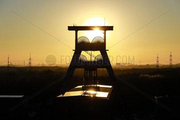 Industrielandschaft  Zeche Ewald im Sonnenuntergang  Herten  Ruhrgebiet  Nordrhein-Westfalen  Deutschland  Europa