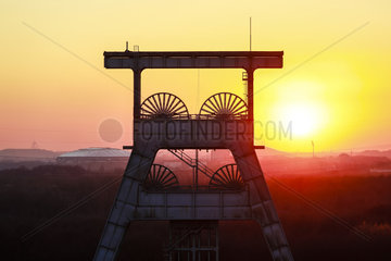 Zeche Ewald im Sonnenuntergang  Herten  Ruhrgebiet  Nordrhein-Westfalen  Deutschland  Europa