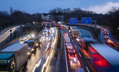 Essen  Ruhrgebiet  Blaue Umweltzone  Diesel-Fahrverbot auf der Autobahn A40