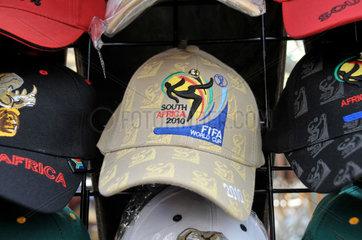 Suedafrika Fussball WM: Schirmmuetze mit dem WM-Embleme