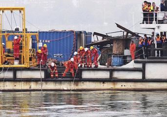 CHINA-CHONGQING-BUS CRASH-RESCUE (CN)