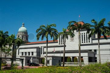 Singapur  Republik Singapur  Blick auf das Parlamentsgebaeude im Geschaeftsviertel