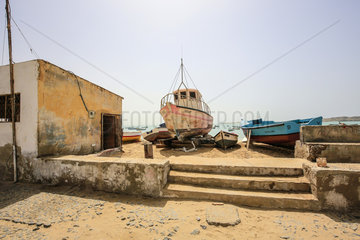 Fischerboote am Stadtstrand  Praia de Diante  Sal Rei  Boa Vista  Kapverden