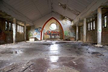 Kirchenruine in Camp Hitfeld
