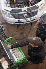 Kfz-Werstatt: Motortest und Abgasuntersuchung