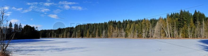 Zugefrorener See an der Sunshine Coast  Kanada