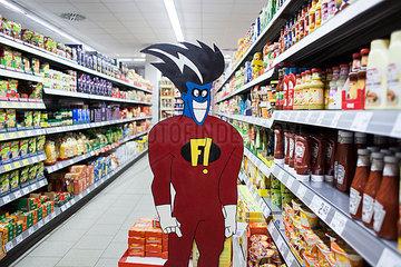 Superheld im Supermarkt