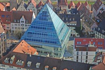 Die neue Stadtbibliothek: eine Pyramide aus Glas mitten in der Ulmer Altstadt