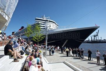 Queen Mary 2 im Hamburger Hafen 2011