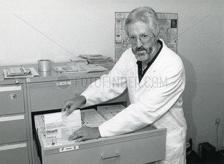 Frauenarzt Horst Theissen  Angeklagter Abtreibungsprozess  __ 218  Memmingen  1989