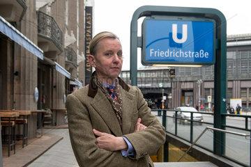 Berlin  Deutschland  Max Raabe  Saenger und Leiter des Palast Orchesters  im Portrait