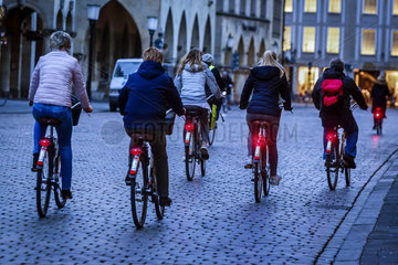 Fahrradfahrer auf dem Prinzipalmarkt  Muenster