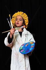 Kleines Maedchen verkleidet als Maler