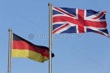 Doha  Katar  Nationalfahnen von Deutschland und Grossbritannien