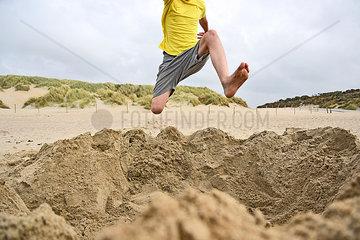 Sprung am Strand